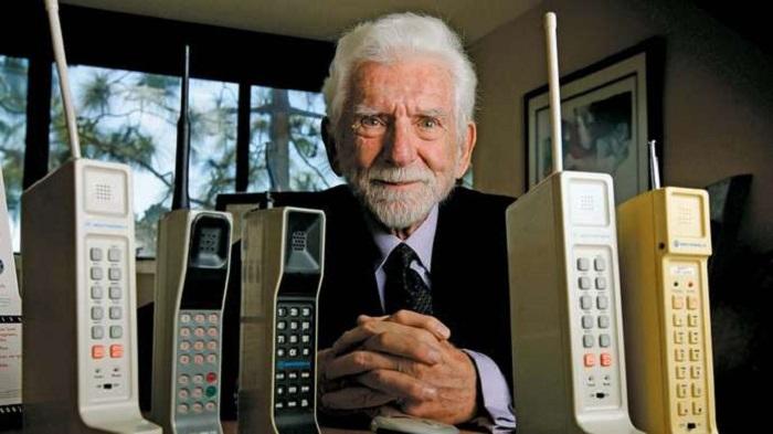 Istoria telefonului mobil (I) - De la caramida la Gorba